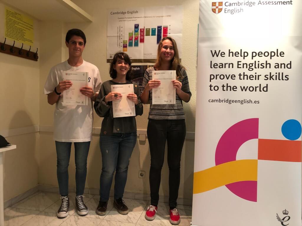 estudiantes de la academia certificado de cambridge